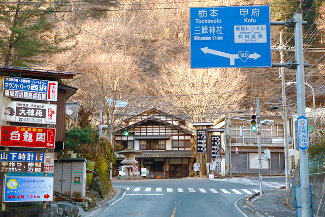 ②ウッドルーフ奥秩父オートキャンプ場左折 宮平信号(Y字交差点)